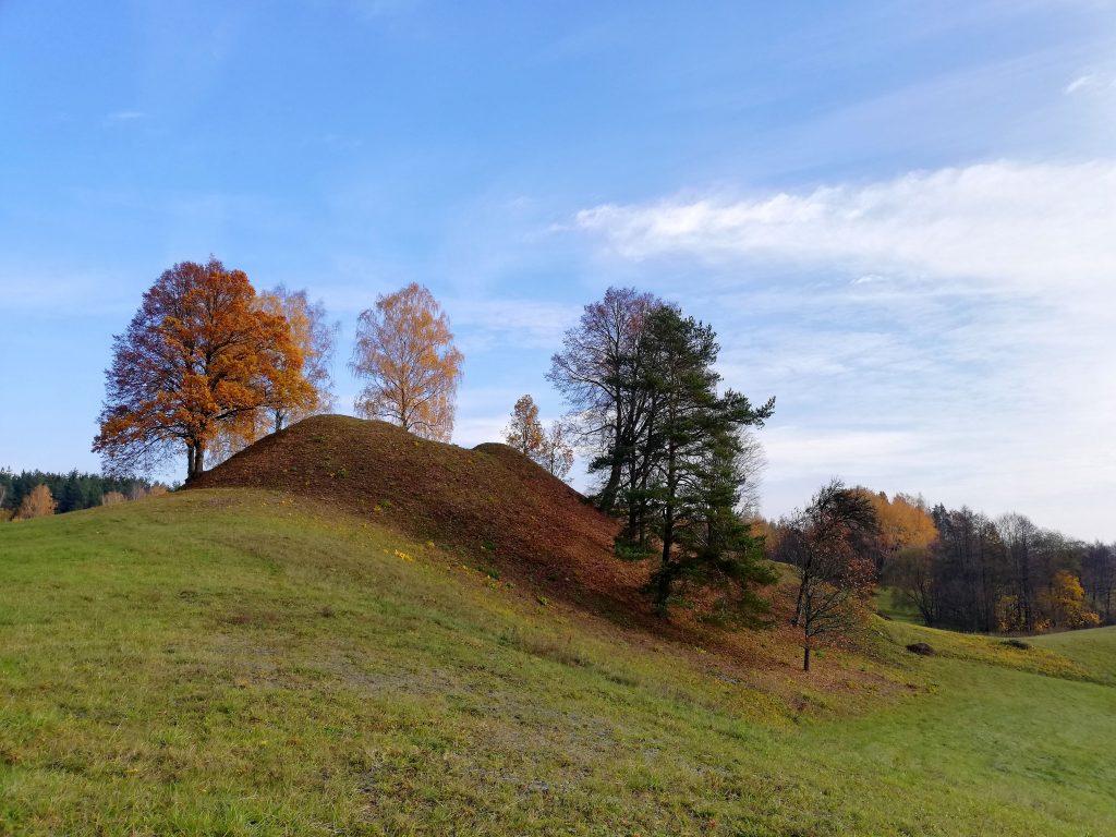 Lavariškių piliakalnis